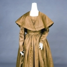 BROWN SILK DAY DRESS & PELERINE, EARLY 1840s