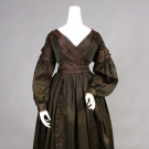 FIGURED IRRIDESCENT SILK DAY DRESS, 1835-1840