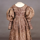 PRINTED PLUM COTTON DRESS, 1830s